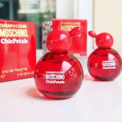 Moschino Cheap And Chic Chic Petals EDT 4.9ml
