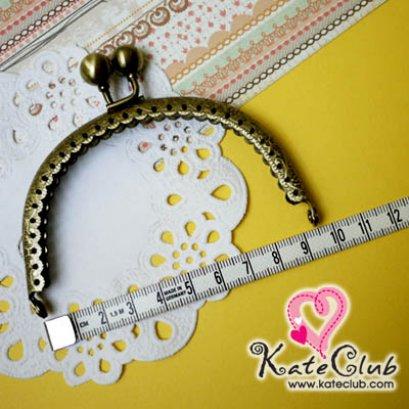ปากกระเป๋าปิ๊กแป๊กเหล็กทรงโค้ง - ขอบมีรอยหยักโค้ง สีทองเหลือง  ขนาด 9.5 cm