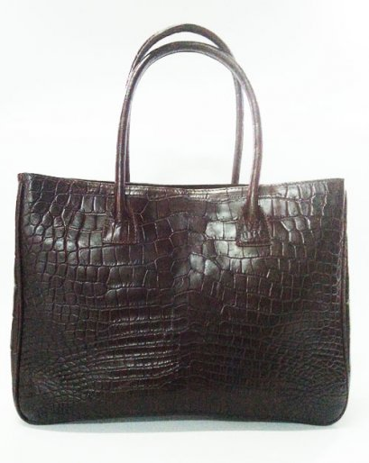 กระเป๋าถือสภาพสตรี หนังจระเข้แท้ ส่วนท้อง สีน้ำตาลช็อกโกแลต รหัส CRW0218H-02-BR