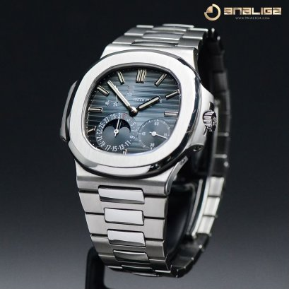 Patek 5712/1A Nautilus Steel Moonphase and Power Reserve size 40m Box and Paper