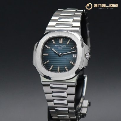 Patek 5711/1A Nautilus Steel Blue Dial size 40m Box and Paper