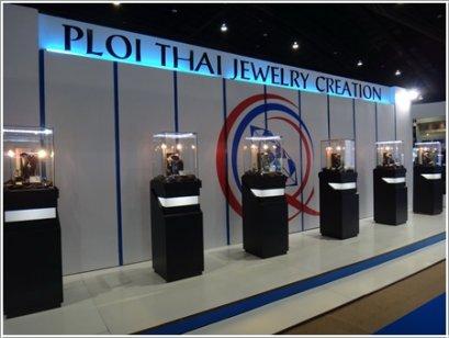 """ชุดเครื่องประดับเพชร Heart & Arrow คุณภาพสูงสุด """"The Resplendent Charming"""" ของ Lee Seng Jewelry (L.S. Jewelry Group) ได้รับการคัดเลือกจาก Ploi Thai ในงาน Bangkok Gems & Jewelry Fair 52nd ให้เป็นจิวเวลรี่ """"พลอยไทย"""" 2013 จากจำนวนบริษัทกว่า 3,000 บริษัท"""