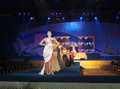 ชุดจิวเวลรี่เพชรน้ำหนึ่ง Heart & Arrow ของ Lee Seng Jewelry  (L.S. Jewelry Group) ได้รับการคัดเลือกเป็นชุดจิวเวลรี่โชว์์ในพิธีเปิดงาน Grand Opening Bangkok Gems & Jewelry Fair ครั้งที่ 53