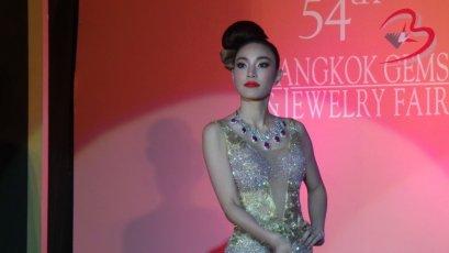 ชุดจิวเวลรี่ของ Lee Seng Jewelry(L.S.Jewelry Group) ในงานแถลงข่าว Bangkok Gems & Jewelry Fair 54th ณ.โรงแรมแชงกลีลา ห้องบอลลูม1 วันที่ 20 สิงหาคม 2014