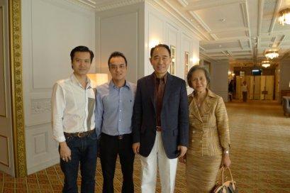 ผู้บริหาร L.S. Jewelry Group ร่วมงานเลี้ยงขอบคุณผู้ถือหุ้น VIP บริษัทปูนซีเมนต์ไทย (SCG) โดยคุณกานต์ ตระกูลฮุน กรรมการผู้จัดการใหญ่ ณ โรงแรมโอเรียนเต็ล 21 สิงหาคม 2554