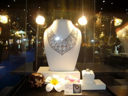 Hot 2009 Jewelry Design Award in Bangkok Gems & Jewelry Fair by L.S. Jewelry Group