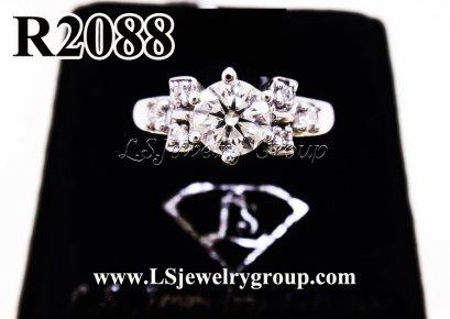 แหวนเพชรชู ประดับเพชรข้างรูปโบว์เพชร  Heart & Arrow
