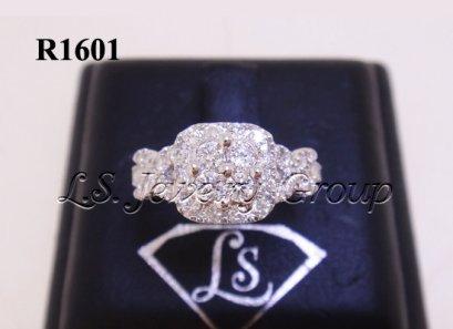 แหวนเพชรทรงสี่เหลี่ยมก้านไขว้ 0.90 Ct. น้ำ99%