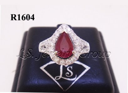 แหวนทับทิมพม่าธรรมชาติเจียระไนทรงหยดน้ำ 1.35 Ct.