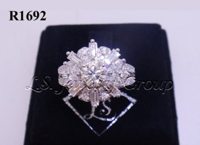 แหวนเพชรดอกไม้แฉก H&A เพชรกลาง 0.60 Ct.เพชรข้าง 1.35 Ct.