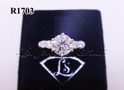 แหวนเพชรชู  1.10 Ct. เพชร Heart & Arrow