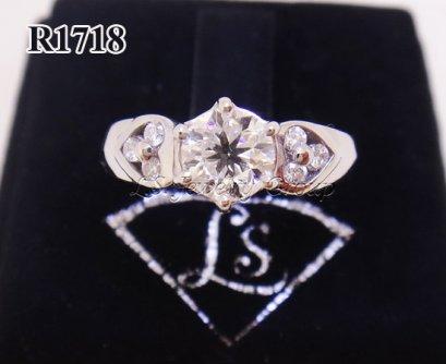 แหวนเพชรชูมีบ่ารูปหัวใจ 0.70 ct. เพชร Heart & Arrow