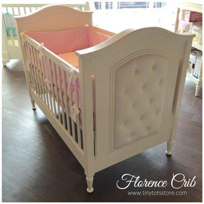 Florece Crib เตียงเด็กหัวเตียงหุ้มผ้าติดหมุด