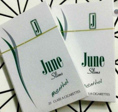 จูนเขียว June slim Menthol June slim Menthol : เย็น นุ่ม มวนเรียวเล็ก ซองสไลด์  20 มวน/ซอง