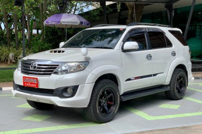 TOYOTA FORTUNER CHAMP 3.0 V TRD 4WD A/T 2013 สีขาว (LZ0558)