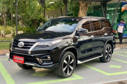 TOYOTA FORTUNER 2.8 TRD 4WD A/T 2019 สีดำ (LC065)