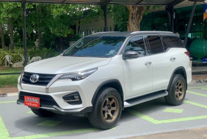 TOYOTA FORTUNER 2.8 TRD BLACKTOP AT 2019 (LC031)