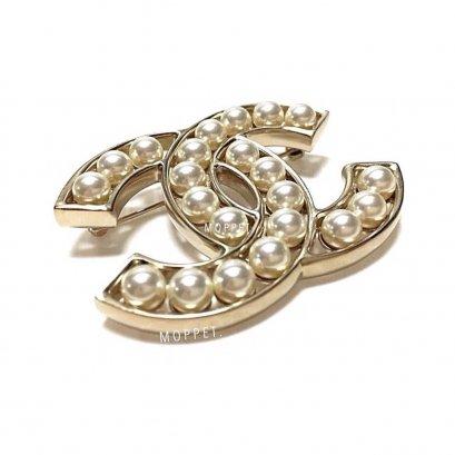 New Chanel CC Brooch 5.5 CM in Pearls GHW