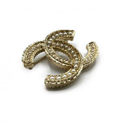 New Chanel CC Brooch 4.5 CM in Pearls GHW