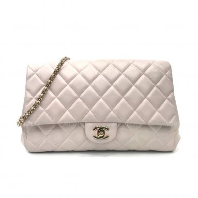 Used Chanel Classic Clutch in Light Pink Lamb LGHW