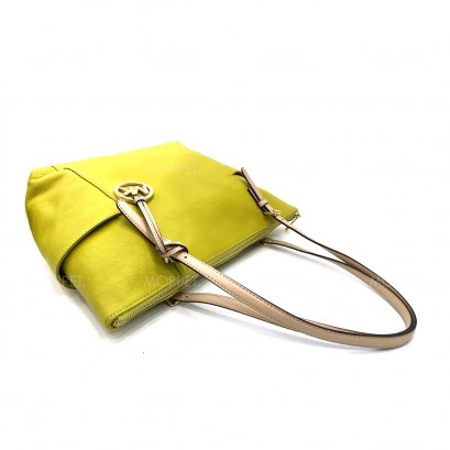 Used Michael Kors Shoulderbag in Green Leather GHW