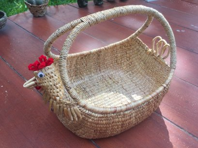 Water hyacinth wicker work - chicken basket with handle 10 inches