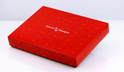 C2104 Cake Box: Red Amourdel Musique 39 x 29.5 x 6(H) cm
