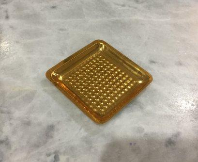 610-B075 ถาดรองเค้กพลาสติก ทอง-สี่เหลี่ยม 5*5 cm@100