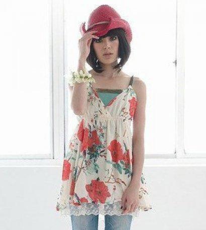 [[พร้อมส่ง F]][Yi-418] FZY++เสื้อ++สายเดี่ยวผ้าฝ้ายสีครีม ลายดอกไม้สีแดง มีผ้าลูกไม้ค่ะ
