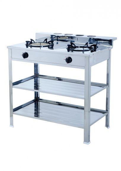 Freestanding gas cooker with shelf's