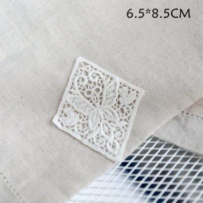 ป้ายผ้าลูกไม้ ใช้สำหรับเย็บตกแต่ง ขนาด 6.5 x 8.5 cm. ราคาอันละ