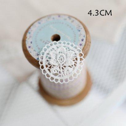 ป้ายผ้าลูกไม้ ใช้สำหรับเย็บตกแต่ง ขนาด 4.3 cm. ราคาอันละ