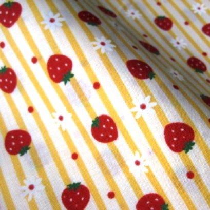 ผ้า cotton ญี่ปุ่น ลายสตอเบอรี่และดอกไม้ลายทางสีเหลือง ขนาด 1/8 เมตร (25*55 ซม.)