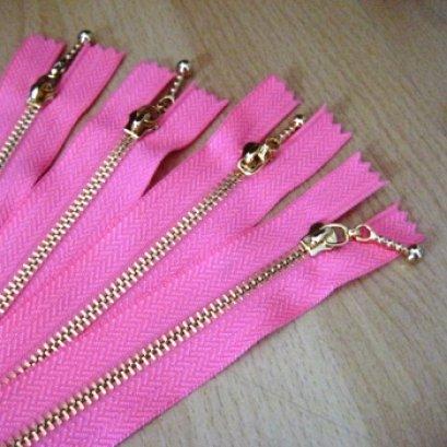 ซิปฟันทอง สีชมพู  ขนาด 25 cm. เส้นละ