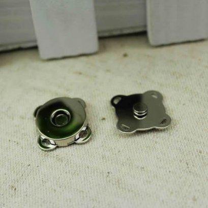 กระดุมแม่เหล็กมีช่องสำหรับเย็บติด เส้นผ่านศูนย์กลาง ขนาด 1.4 ซม.