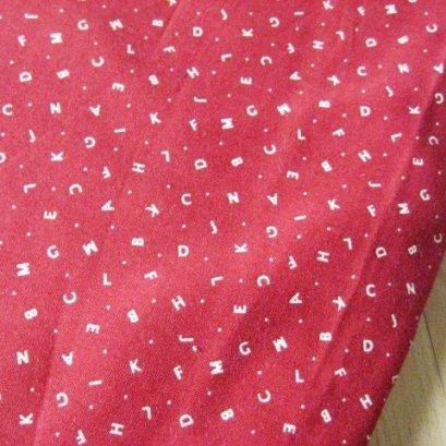 ผ้า cotton ญี่ปุ่น ลายอักษรพื้นแดง ขนาด 1/4 หลา (45*55 ซม.)