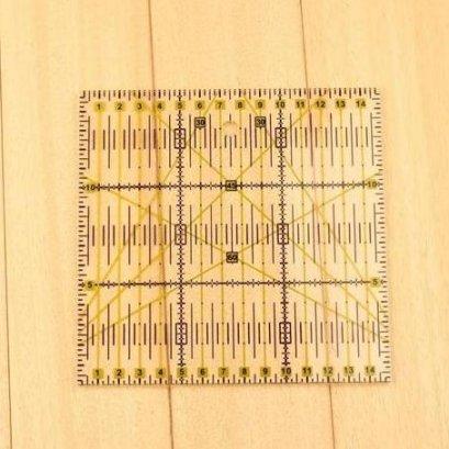 ไม้บรรทัด ใช้คู่กับโรตารี่คัทเตอร์ ขนาด 15*15 cm.
