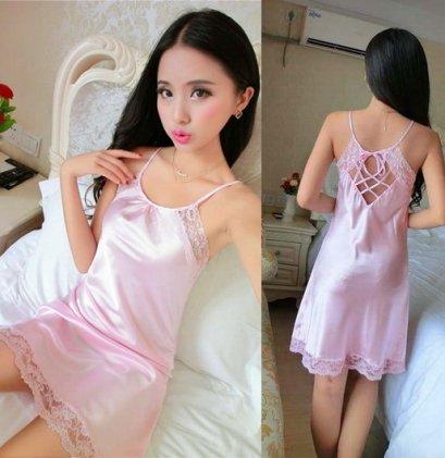 ชุดนอนผ้าไหม Silk เนื้อเบา ใส่สบาย ตัดต่อด้วยลูกไม้สวยหรู สีชมพู มีไซต์ M, L, XL