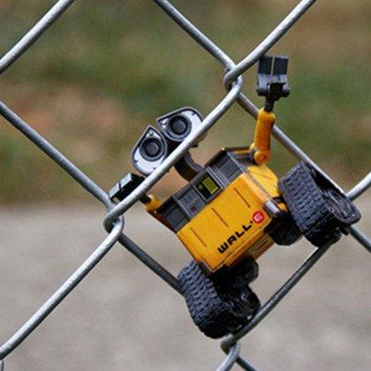โมเดลหุ่นยนต์ wall-e ตัวเล็กๆ ขยับจัดท่าได้ (เวอร์ชั่นตัวมอมแมม)