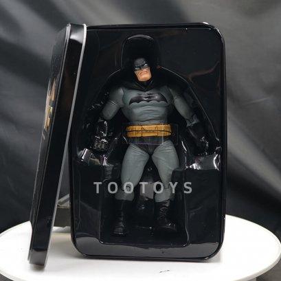 โมเดล Batman แท้บรรจุในกล่องเหล็ก DCC BATMAN Frank Miller (The Dark Knight Returns)