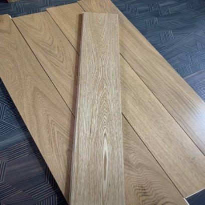 พื้นไม้เอ็นจิเนียร์สีโอ๊คธรรมชาติราคาถูกสำหรับพื้นห้องนอน