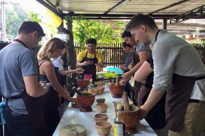 โรงเรียนสอนทำอาหาร เอเชียเซนิคไทยคุ้กกิ้งสคูล Asia Scenic Thai cooking School (ตัวเมือง)