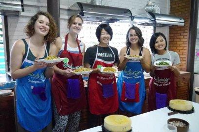 โรงเรียนสอนทำอาหารไทย Galangal Cooking Studio (ครึ่งวันตอนเช้า)