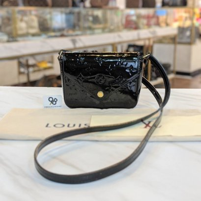 Used -​ Louis​ Vuitton​ Crossbody​ Vernis