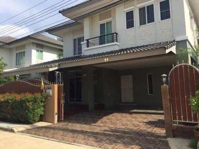 House in compound The Plant Soi Pattana Chonnabot 3