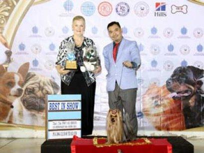 TAWANNA NGAMWONGWAN NATIONAL DOG SHOW 2014_AB4