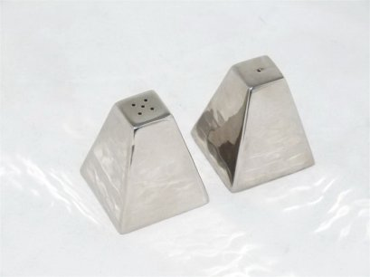 Stainless Steel Salt&Pepper Shaker Set (Pyramid Shape)