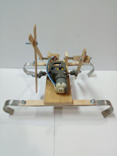 ชุดคิตหุ่นยนต์ปีนบันได(ไม้) เหมาะใช้กับชุดปั่นไฟแบบมือหมุน