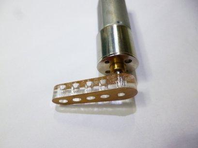 แขนเหวี่ยงพลาสติก ใช้กับ micro motor หนา 5mm(คู่ละ)