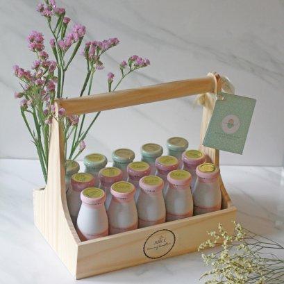 กระเช้าของขวัญเยี่ยมคลอด XL น้ำหัวปลีออร์แกนิคเพิ่มน้ำนม 15 ขวด พร้อมการ์ดและดอกไม้